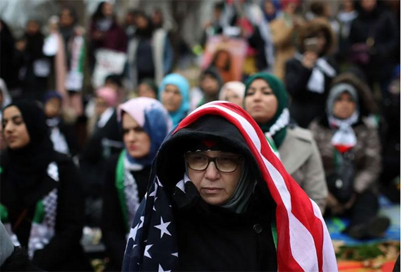 Người Hồi giáo đổ về Nhà Trắng phản đối ông Trump sau quyết định chấn động - 2