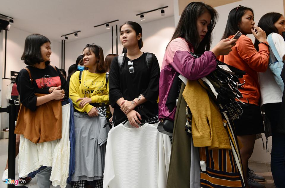 Sài Gòn tràn ngập giảm giá Black Friday, khách vẫn khó mua hàng ưng ý - 16