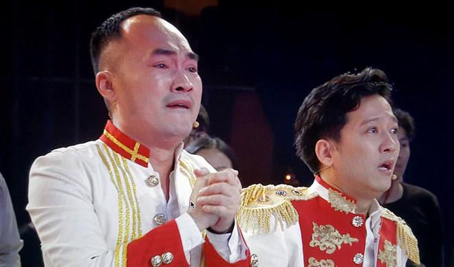 Trường Giang, Tiến Luật bật khóc khi U23 Việt Nam vào chung kết
