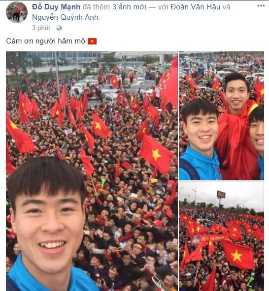 Công Phượng, Duy Mạnh cùng U23 Việt Nam liên tục check-in Facebook - 1