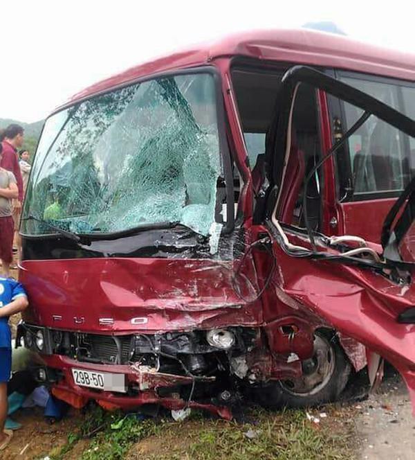 Bắc Kạn: Lái xe 4 chỗ tử vong sau khi va chạm với ô tô khách - 2