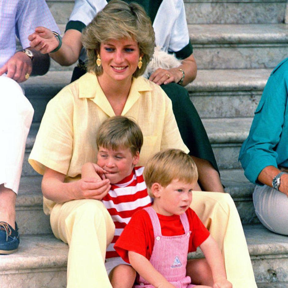 Nhan sắc và khí chất hoàn hảo của cố Công nương Diana trong những khoảnh khắc xưa - 12