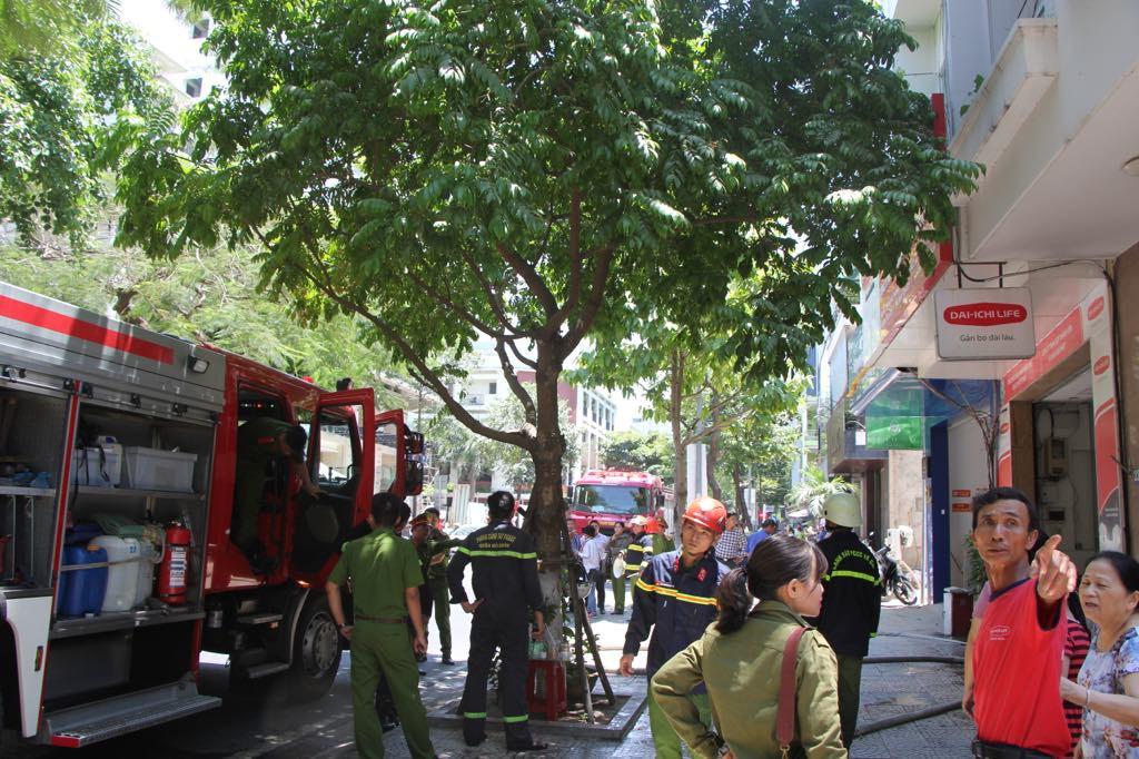 Cháy công ty bảo hiểm ở Đà Nẵng, 1 thai phụ leo từ tầng 4 qua nhà bên cạnh để thoát thân - 2