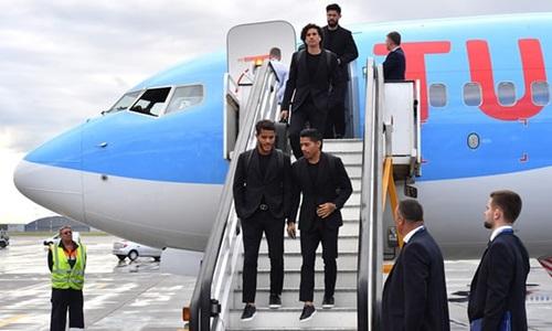 Thời trang sành điệu của các cầu thủ khi tới Nga dự World Cup - 2