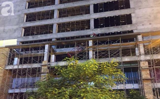 Khởi tố vụ thanh sắt rơi từ công trình cao tầng khiến bà mẹ đơn thân tử vong trên đường Lê Văn Lương - 1