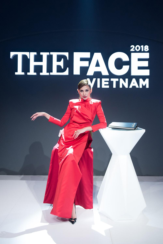 The Face tập 4: Sau 2 tập thua 'tức tối', Võ Hoàng Yến đã có chiến thắng đầu tiên