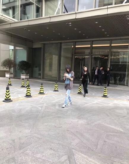 Nghi vấn Trịnh Sảng sắp kết hôn với bạn trai CEO giàu có khi lộ ảnh đi xem nhà mới - 2