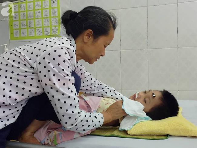Bé gái 5 tuổi bị viêm màng não tự miễn sau cơn co giật, hơn 1 tháng không thể ngủ và liên tục la hét - 10
