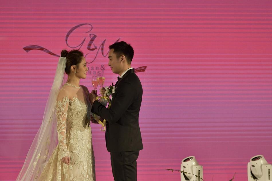 Đám cưới hoành tráng của Chung Hân Đồng: Ông trùm showbiz Hong Kong, con gái tài phiệt Macau cùng dàn sao hạng A tề tựu đông đủ - 33