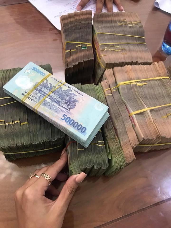 1 triệu tiền thật 'ăn' 10 triệu tiền giả: Nhức nhối mùa cận Tết