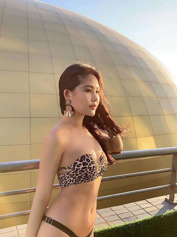 Ngân Anh mặc bikini khoe thân hình 'thắt đáy lưng ong'