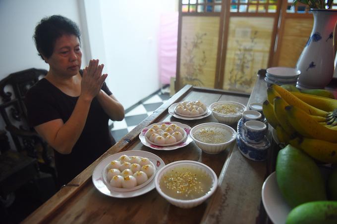 Video - Ảnh: Người Hà Nội xếp hàng mua bánh trôi, chay dịp Tết Hàn thực - 8