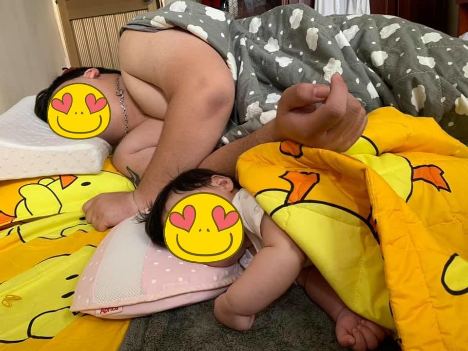 Nhìn dáng ngủ của bố và con gái, dù có bị gọi là 'photocopy' hay 'đẻ thuê' thì mẹ cũng hết đường chối cãi - 9