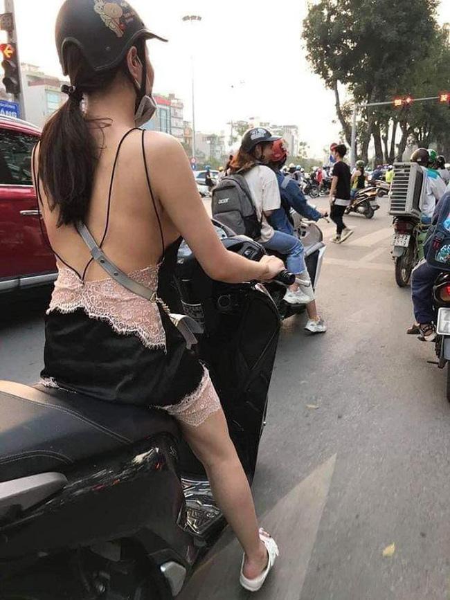Vừa nóng trở lại, cô gái trẻ đã gây bão mạng vì 'không mặc quần' đi siêu thị - 3