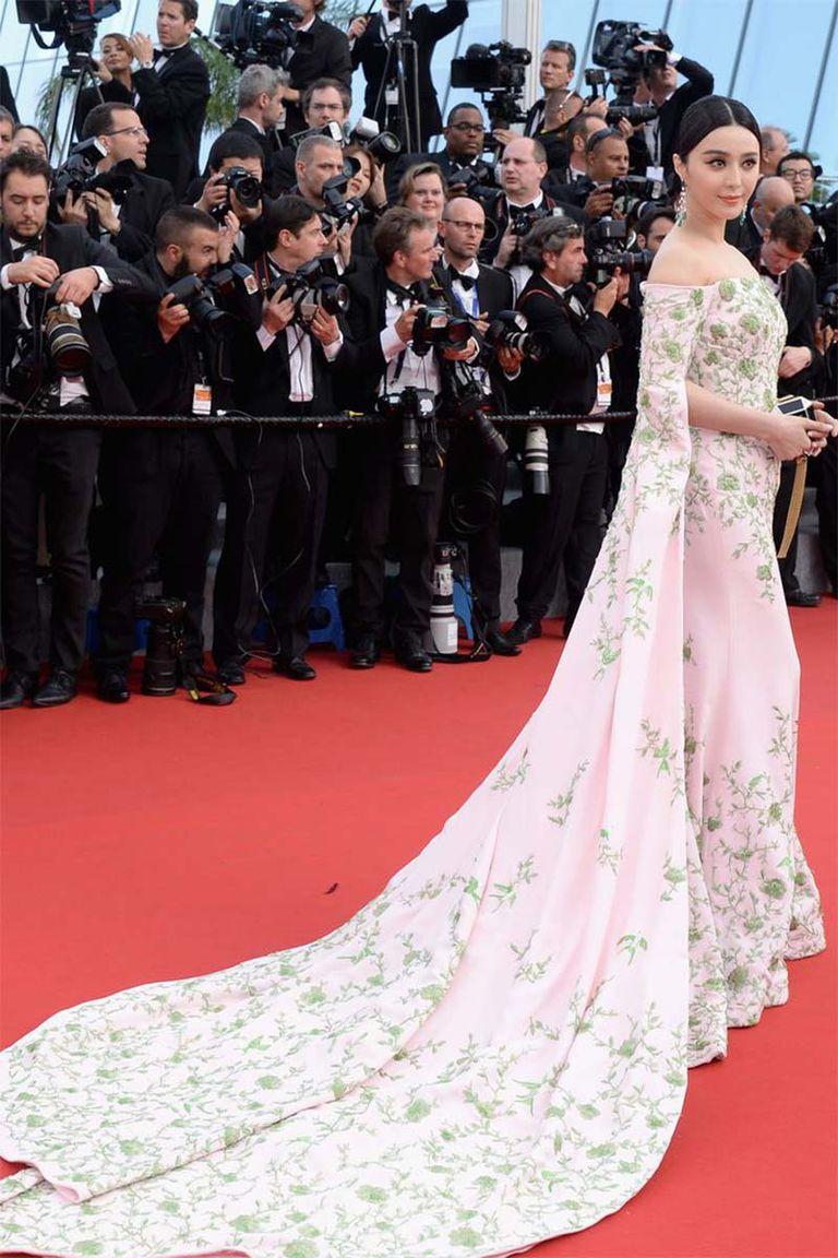 30 màn thả dáng có thần thái đi vào huyền thoại Cannes: Không cần trò 'vạch, phơi' lồng lộn vẫn chiếm trọn spotlight! - 17