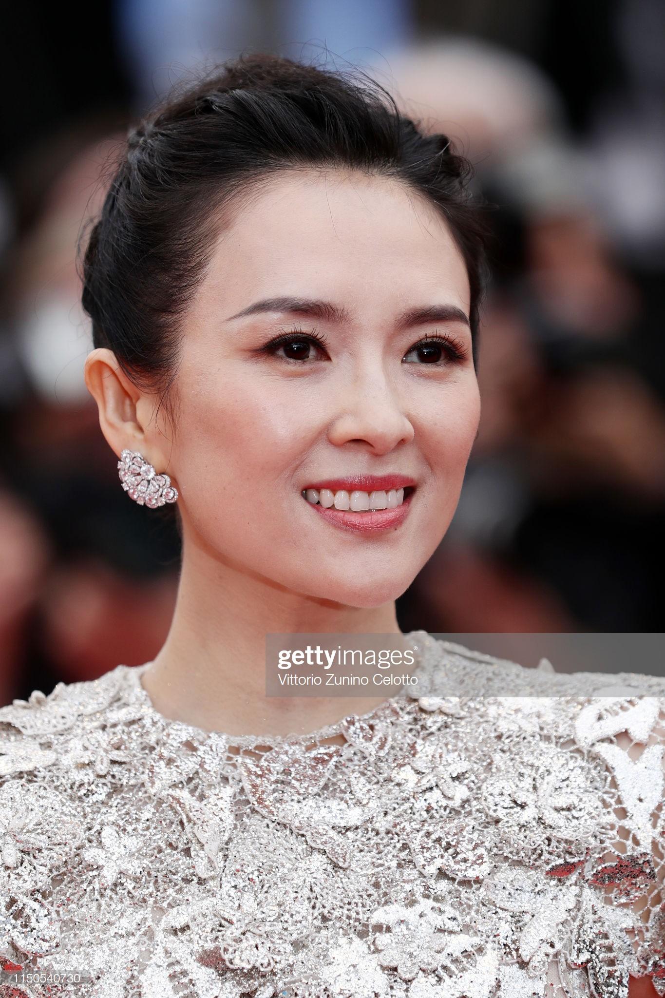 LHP Cannes ngày 6: Chương Tử Di thần thái ngút ngàn, 'Hoa hậu thế giới đẹp nhất mọi thời đại' lộng lẫy như bà hoàng