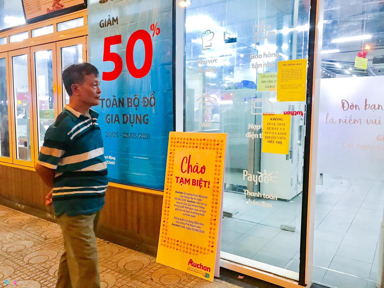Video ảnh: Chen lấn 'vét' hàng giảm giá 50% trước ngày Auchan đóng cửa - 5