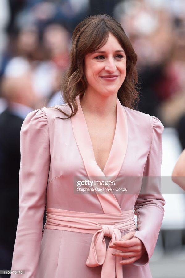 Cận cảnh sự cố tụt váy, lộ hàng trên thảm đỏ Cannes 2019 - 3