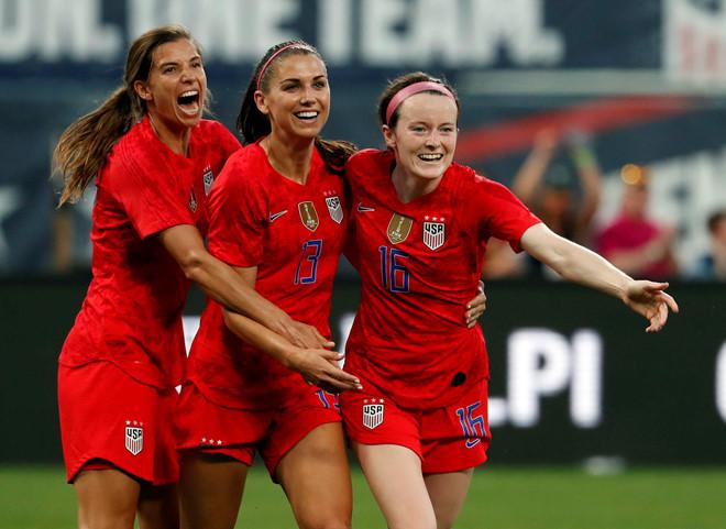 Đội tuyển nữ Mỹ bị chỉ trích vì ăn mừng bàn thắng ở trận gặp Thái Lan