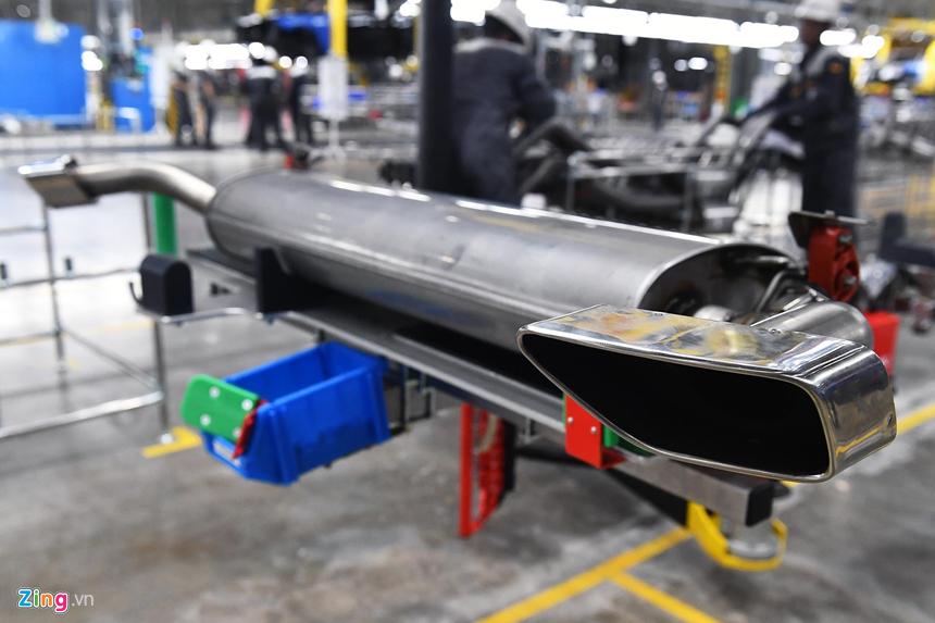 Video: Cảnh hối hả sản xuất ôtô bên trong nhà máy VinFast - 11