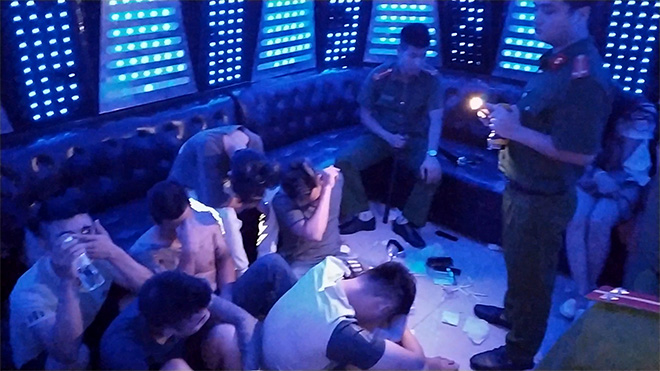 Phát hiện 93 người bay lắc tại quán karaoke PhanTom - 1