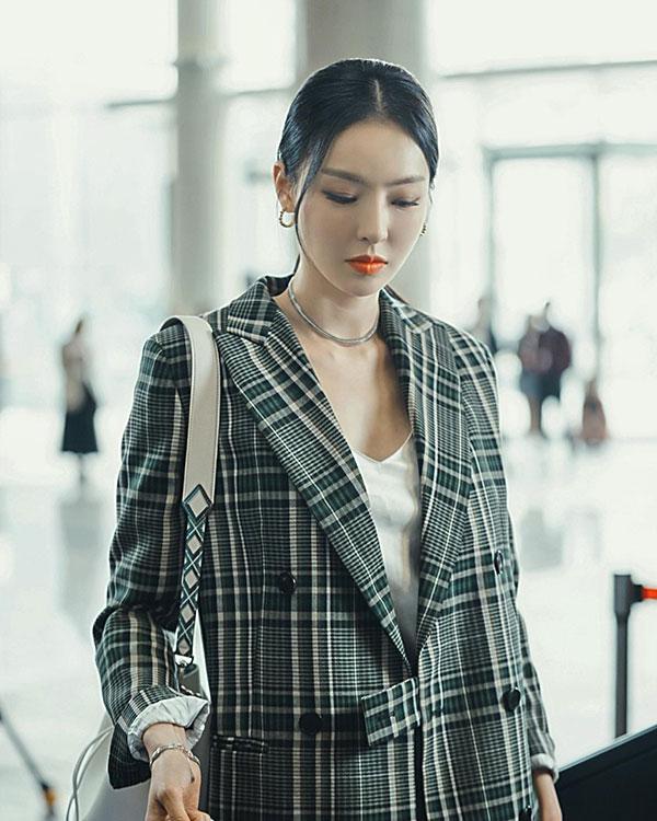 Phim Hàn gần đây có thể ảm đạm, nhưng thời trang trong đó vẫn là nguồn cảm hứng dạt dào cho chị em công sở - 13