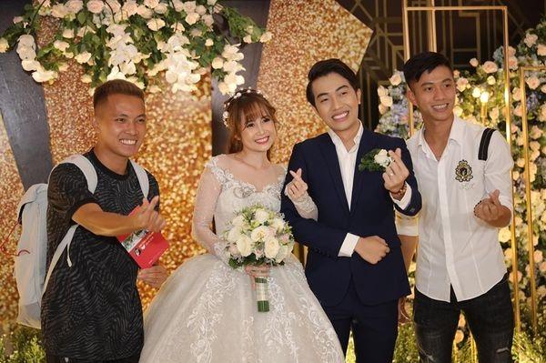 Văn Đức - Ngọc Nữ tiếp tục dính tin đồn 'đường ai nấy đi' khi 'lơ đẹp' nhau tại đám cưới của Cris Phan