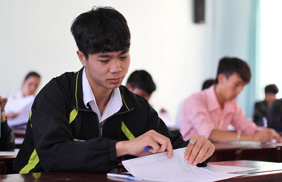 Dân mạng 'đào mộ' loạt ảnh dàn cầu thủ tuyển Việt Nam 'mài đũng quần' ngồi làm bài thi - 5