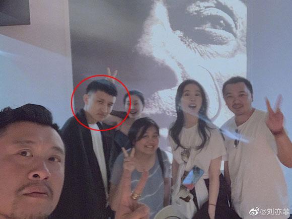 Hơn 1 năm sau tuyên bố chia tay tài tử Song Seung Hun, Lưu Diệc Phi bị nghi ngờ đã có bạn trai mới