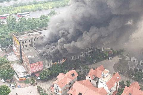 Hà Nội: Cháy gần chục căn nhà tại khu biệt thự liền kề ở Thiên Đường Bảo Sơn, khói đen bốc cao hàng chục mét