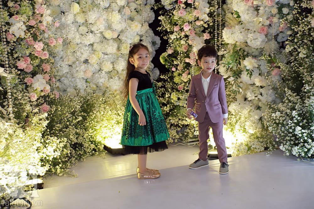 Đám cưới Thu Thủy và chồng trẻ kém 10 tuổi: Cô dâu chú rể cùng song ca 'hit' Mình cưới nhau đi và trao nhau nụ hôn say đắm trong lễ cưới - 6