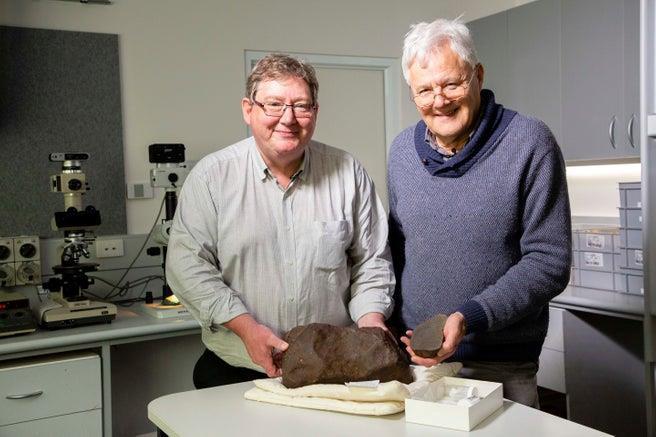 Tìm thấy cục đá siêu hiếm ở Úc, quý hơn gấp nhiều lần vàng - 1