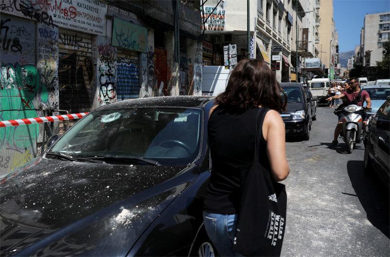 Người Hy Lạp hoảng sợ đổ ra đường vì động đất - 1