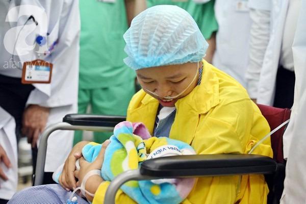 Nụ cười hạnh phúc của mẹ Liên: 'Bình An ngủ ngoan nhé, mẹ đi bệnh viện rồi sẽ sớm về nhà chơi với con' - 16