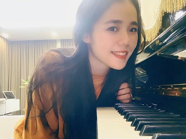 Cover hit đình đám 'Sóng gió', Hương Ly hot không kém bản gốc, chễm chệ đứng top 5 trending Youtube, khán giả replay hoài không chán - 1