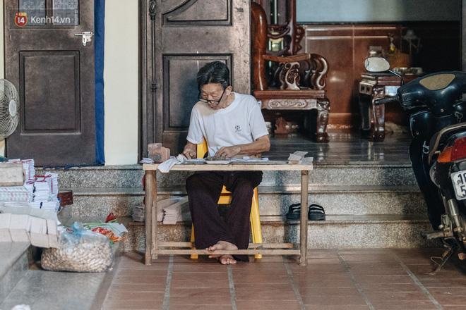 'Thủ phủ vàng mã' lớn nhất cả nước tấp nập 'tháng cô hồn': túi Chanel, xe phân khối lớn, xe đạp điện xuất xưởng - 11