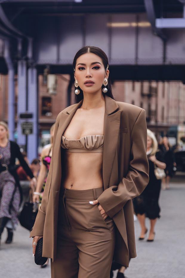 Minh Tú diện áo bé xíu khoe triệt để vòng một và cơ bụng nóng bỏng, tự tin sải bước tại kinh đô thời trang New York - 7