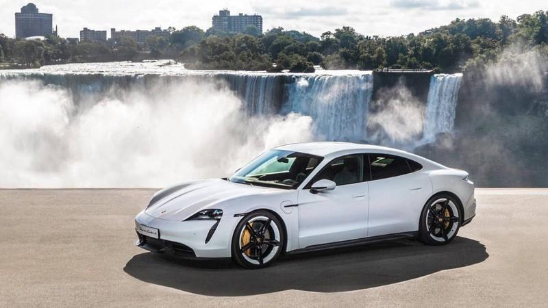 Porsche Taycan thể hiện khả năng sạc pin ấn tượng ngay sau khi ra mắt - 1