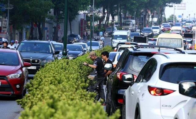 Hà Nội: 4 tuyến đường 'gồng mình'chịu áp lực giao thông cực lớn sắp có làn xe buýt riêng - 8
