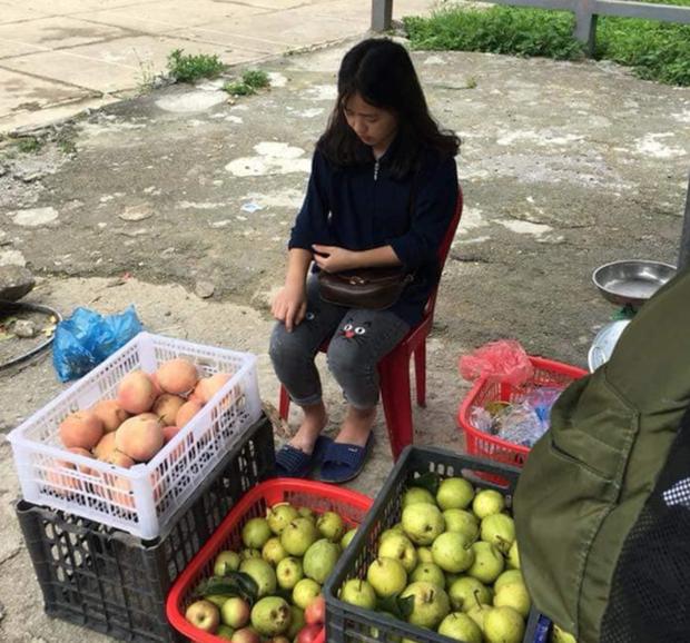 Em gái bán lê xinh đẹp ở Hà Giang gây sốt MXH giờ ra sao? - 2