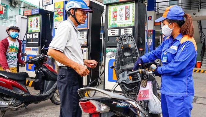Việt Nam đang giảm mạnh nhập khẩu xăng dầu