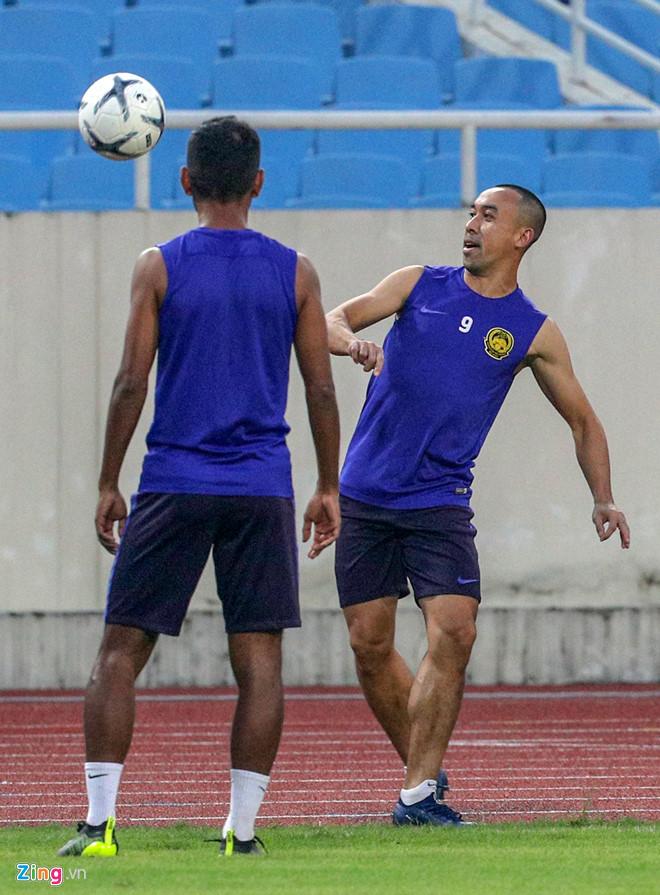 Malaysia chơi bóng bằng tay trước trận đối đầu tuyển Việt Nam - 3