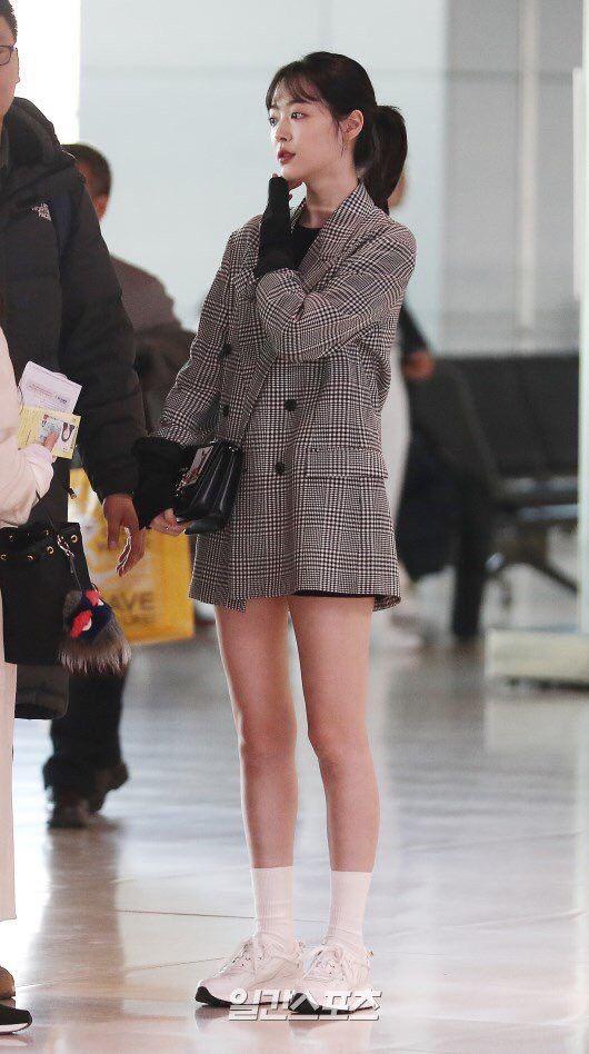 Sao Hàn mặc blazer: 5 công thức thường xuyên được sử dụng để diện thật trẻ trung chiếc áo đứng đắn này - 2