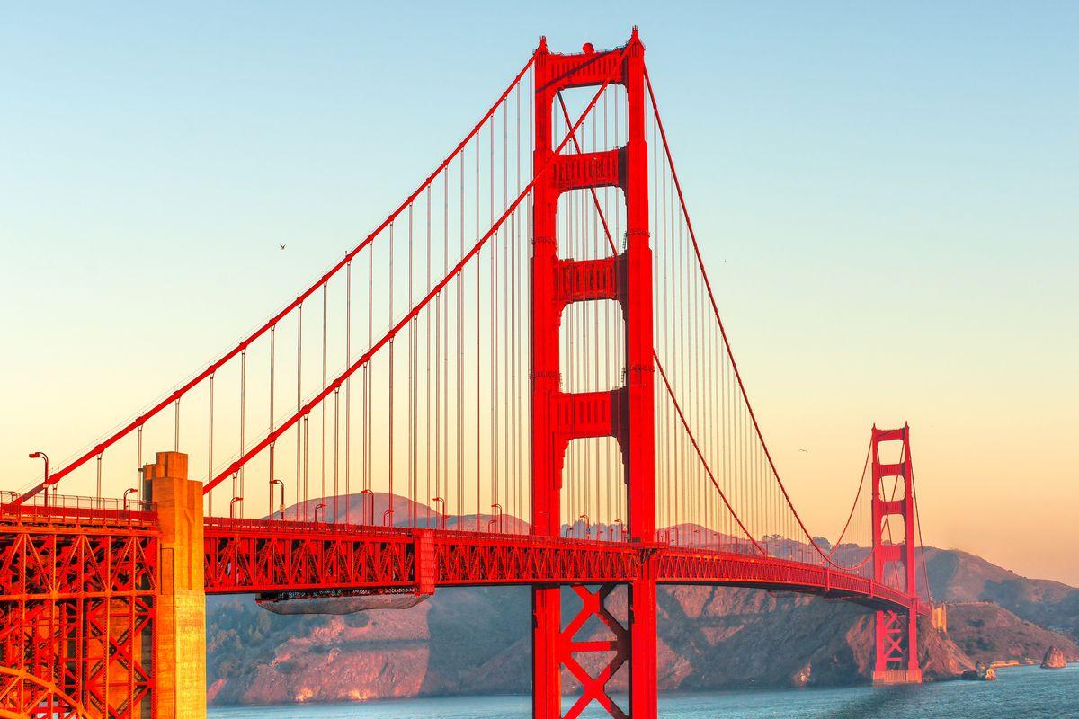 Vì sao gọi là Cầu Cổng Vàng mà lại sơn màu đỏ? - 3
