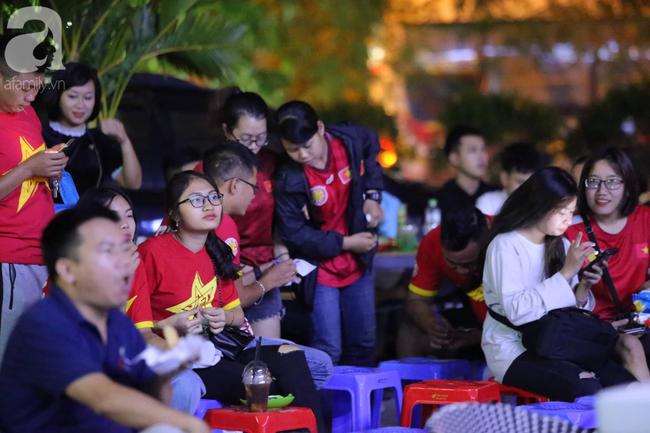 Thắng Indonesia 3-1, hàng ngàn CĐV Việt Nam hò reo, ôm nhau mừng chiến thắng thứ 2 liên tiếp tại vòng loại World Cup 2022 - 45