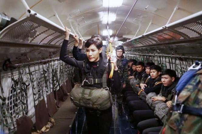 Loạt ảnh hiếm về binh nghiệp Hoàng quý phi Thái Lan vừa bị phế truất - 4