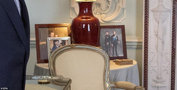 Ảnh vợ chồng Hoàng tử Harry bất ngờ 'biến mất' trong cung điện Hoàng gia vì Meghan Markle gần đây lên truyền hình kể khổ? - 3