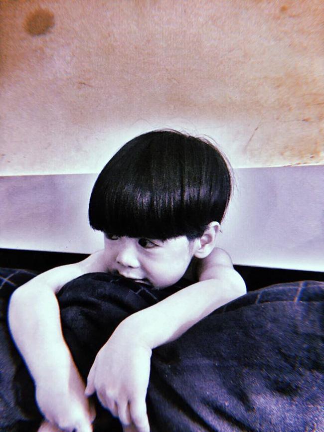 Màn hóa trang đỉnh cao mùa Halloween: Cậu bé khiến cư dân mạng 'khóc thét' vì tạo hình quá đỗi đáng sợ, như bước ra từ phim ma - 1