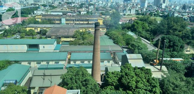 Không khí Hà Nội mịt mù: Những ống khói chọc trời trong lòng Thủ đô - 11