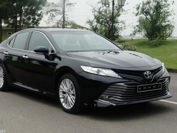 Mazda 6 giảm giá 20 triệu đồng, Camry bản cao cấp chênh giá 40 triệu đồng